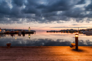 Lahden satama auringonlasku 3 - Jari Sokka - AK-Taulucenter