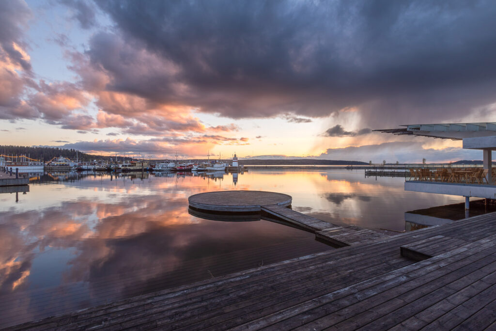 Lahden satama auringonlasku 1 - Jari Sokka - AK-Taulucenter